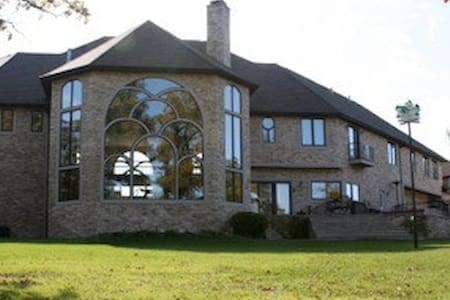 Amber Oaks Country Estate - Milford - Hus
