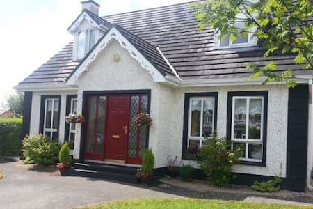 Gingerbread House - Carrick-On-Shannon - House