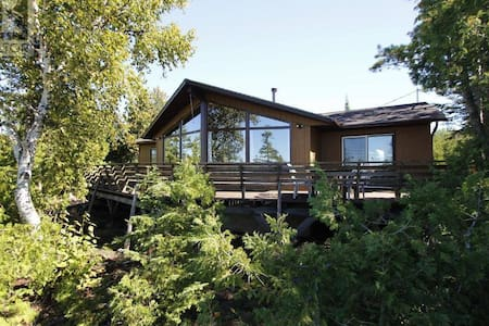Cottage with Beautiful Lake view - Tobermory