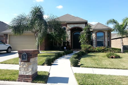 Bedroom in a gated community ! - Edinburg - Maison