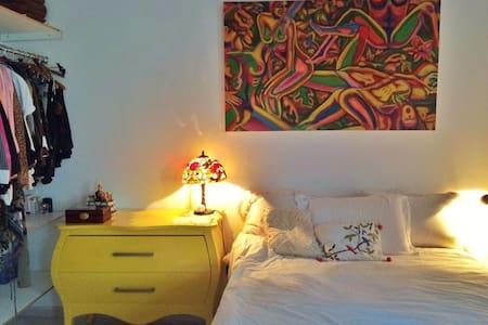 Studio in the heart of Leblon, near the beach