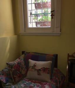 Ideal student , tourist. Cozy room - Casa