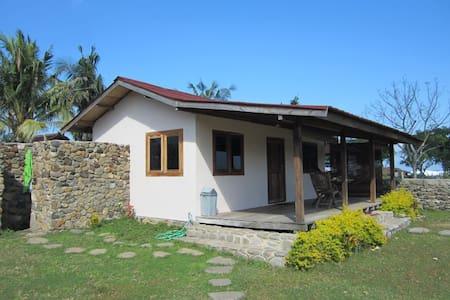 Cute little beach house, Lakey peak - Sumbawa - Haus
