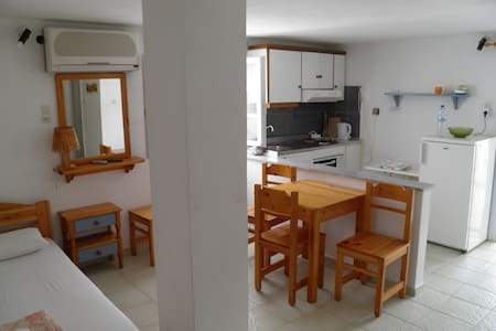 Quadraple Room, Kini Syros (D) - Kini - Bed & Breakfast