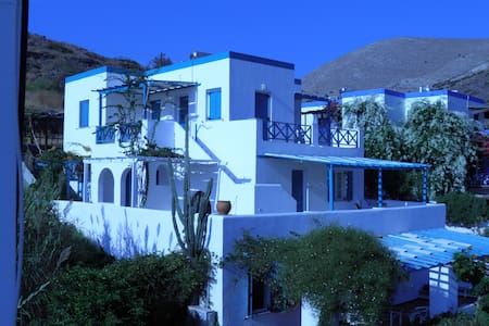 2 Bedroom Apt. In Kini, Syros - Apartamento