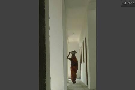 Bodhgaya. Room at Shantidevi ashram - Villa