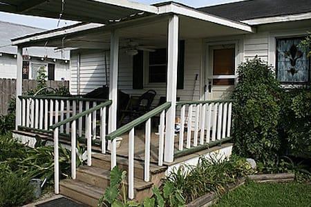 Steve & Katie Riley Guest House - Casa