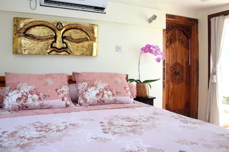 Room type: Private room Property type: Bed & Breakfast Accommodates: 1 Bedrooms: 1