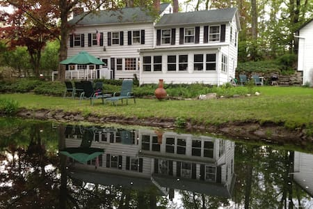 Connors Colonial Inn - Bed & Breakfast