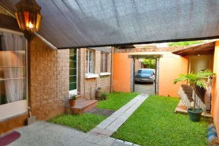 Cosy 2BR Cottage nr Airport - Casa