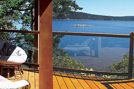 Oceanfront Guest Accomodation - Pender Island