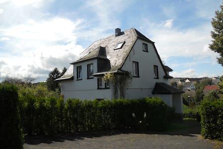 B & B Alte Dorfschule Demerath - Aamiaismajoitus