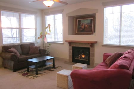 Gorgeous 2800 square foot condo near canyons! - Wohnung