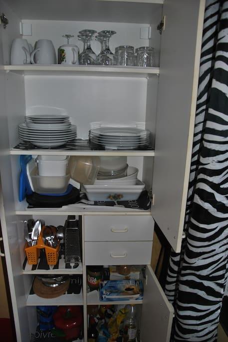 vaisselle pour 4 personnes
