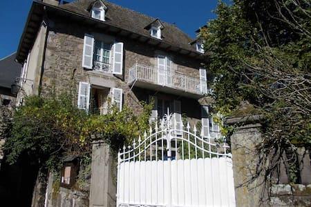 """Chambres d'hôtes """" Les Tilleuls"""" - Vic-sur-Cère"""