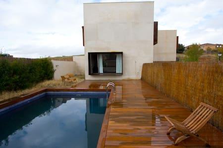 Spectacular Chalet Refuge Pool - El Casar - Chalet