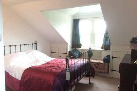 Charming room, far reaching countryside views - Casa