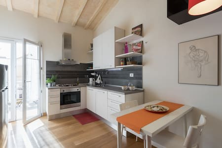 Cosy with balcony easy parking - Firenze - Apartment
