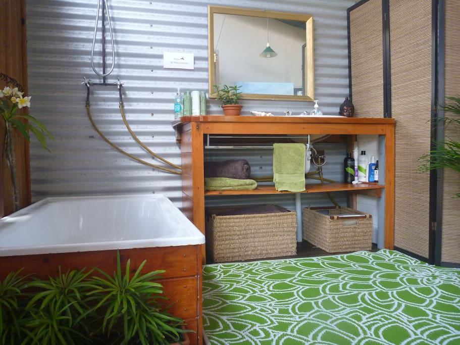 Your own private (covered) indoor/outdoor bathroom