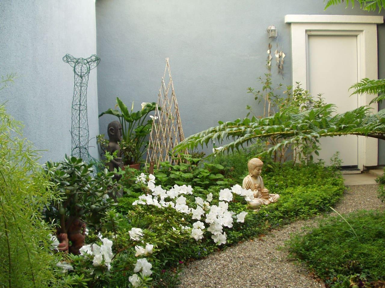 courtyard garden with examples of reiki garden home