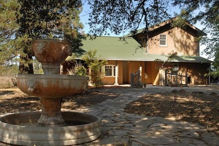 Private, Charming house on 24 acres - Dom