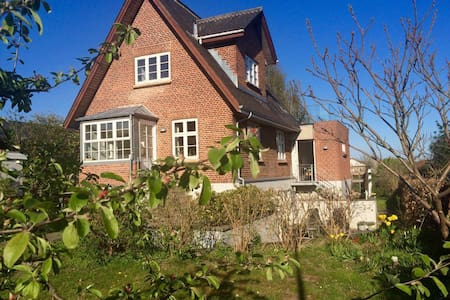 Centrally located villa. Garden & views of Aarhus - Aarhus - Villa