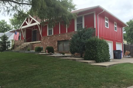 Spacious 2 BD/2 BTH in Olathe - Casa