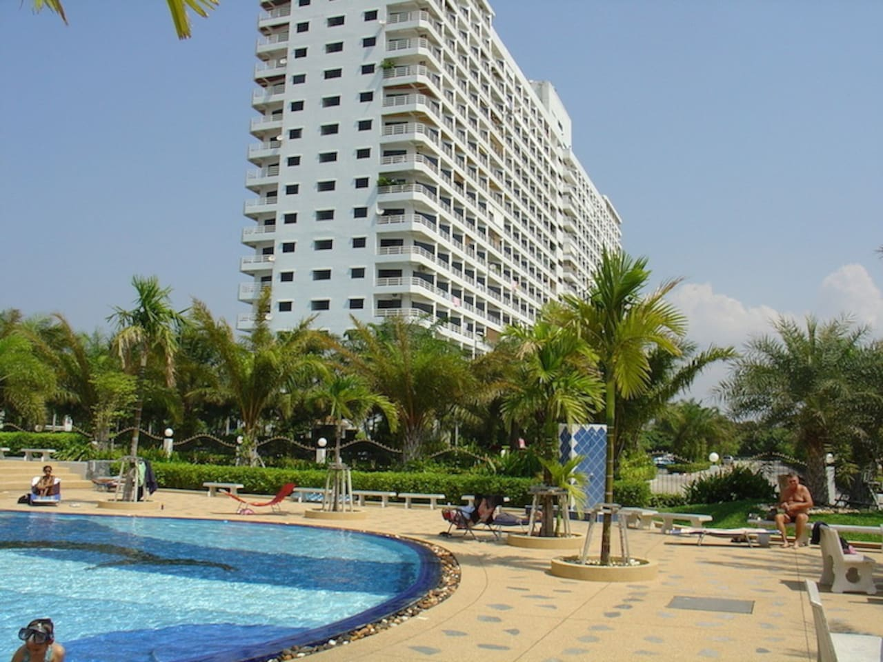 Modern 18 floor condo only 500m from the beach with beautiful swimming pool and 24 hour security controlled large parking areas for cars and motorbikes.