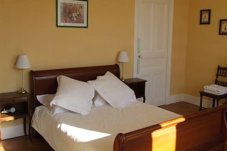 La Grande Maison - La Chambre Jaune - Bed & Breakfast
