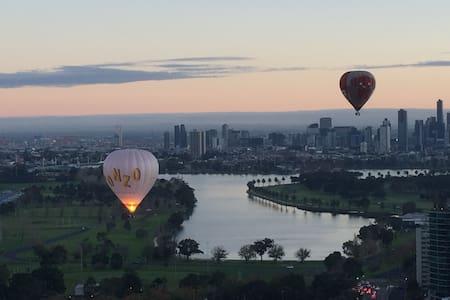 """Apartment in the SKY"" - Melbourne's finest views - Saint Kilda - Apartment"