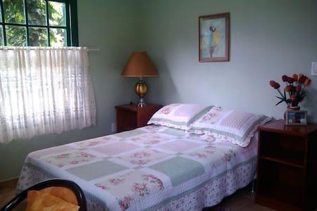 Suite privativa em lugar aprazível  - Casa