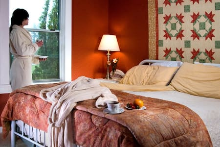 MILLER TREE INN, Breakfast Included - Forks - Bed & Breakfast