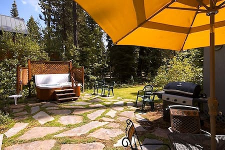 This small Cottage is in the perfect location to enjoy a weekend away from home! It's walking distance to Sunnyside Restaurant, enjoy a cocktail on the deck while overlooking Lake Tahoe! OR, enjoy Tahoe Park's beach and relax in the sun all day!