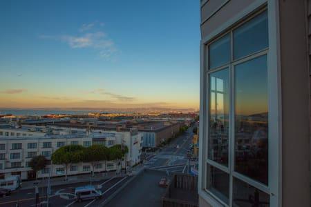 Stunning Views in Russian Hill! - San Francisco - Condominium