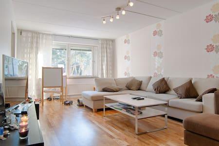 Cozy Room near Arlanda Airport - Märsta - Flat