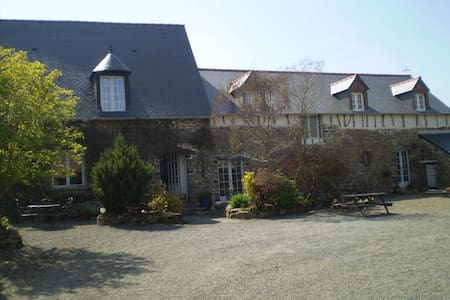 Renovated Farmhouse Nr Mt St Michel - Huis