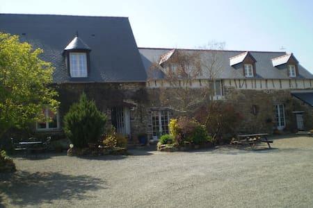 Renovated Farmhouse Nr Mt St Michel - Saint-Broladre - Hus