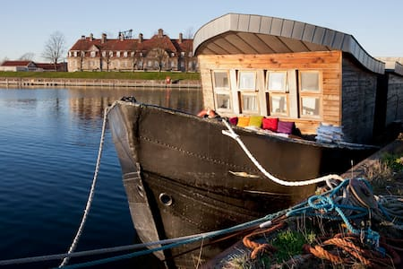 Houseboat in Copenhagen. - 哥本哈根