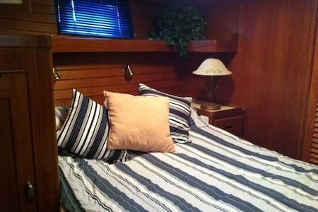 GuestCabin on large 51' MotorYacht!