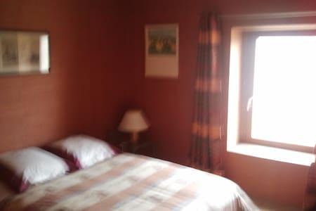 chambre privée avec deux lits - Bed & Breakfast