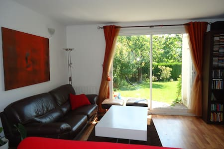 House 110sqm Versailles with garden - Buc - House