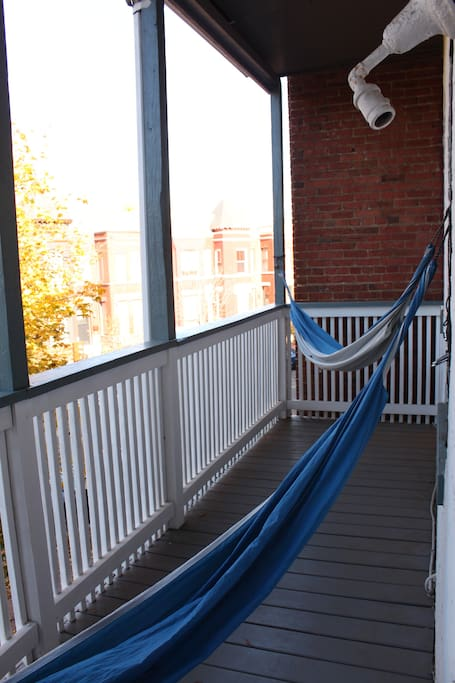 Comfortable private room w/balcony