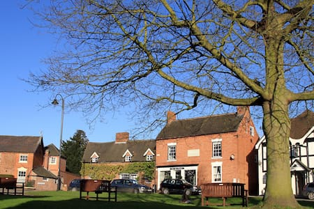 Buttercross Room in friendly B&B - Abbots Bromley - Bed & Breakfast