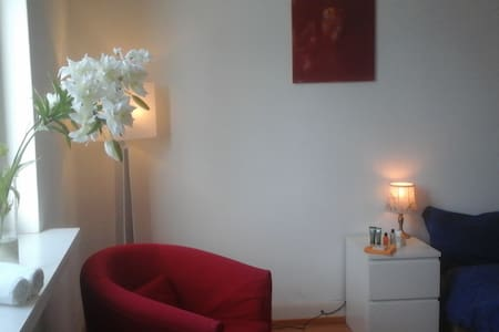 Room type: Private room Bed type: Real Bed Property type: House Accommodates: 2 Bedrooms: 1 Bathrooms: 0