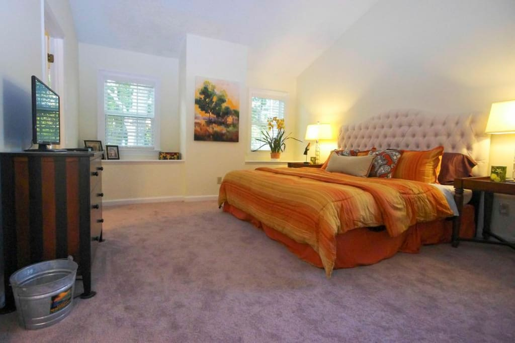 Master bedroom has a king size bed with a comfy memory foam mattress.