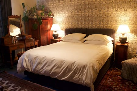 Spacious double room with private bathroom - Nayland - Huis