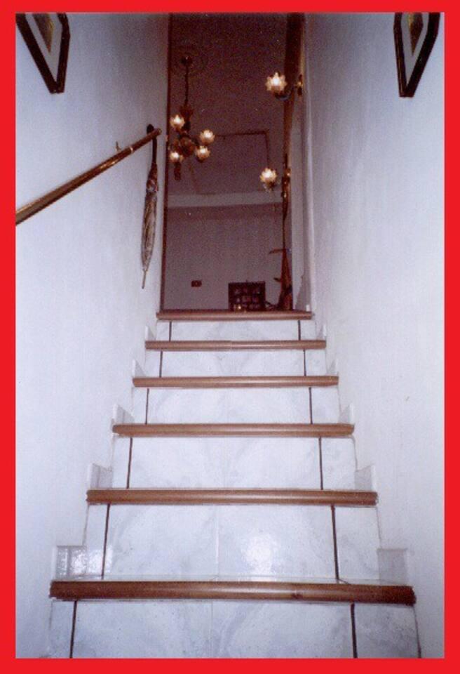 Entrata - appartamento sito al primo piano!
