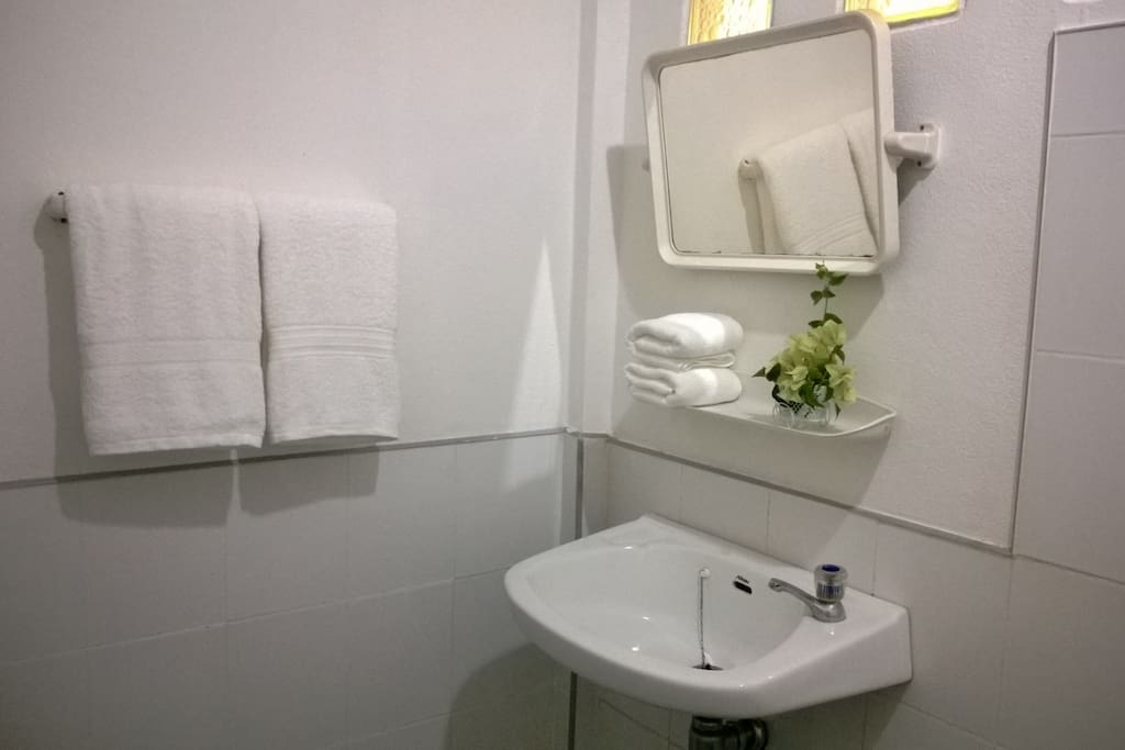 All rooms are en suite - with hot water  showers (fan rooms were all recently upgraded)