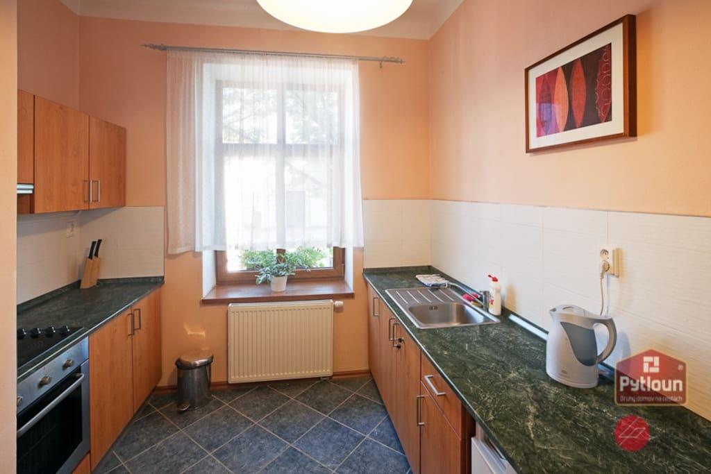 Samostatná kuchyňka náležící k apartmánu