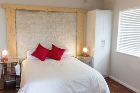 The Flat of Hearts - Muizenberg Guestique - Pension